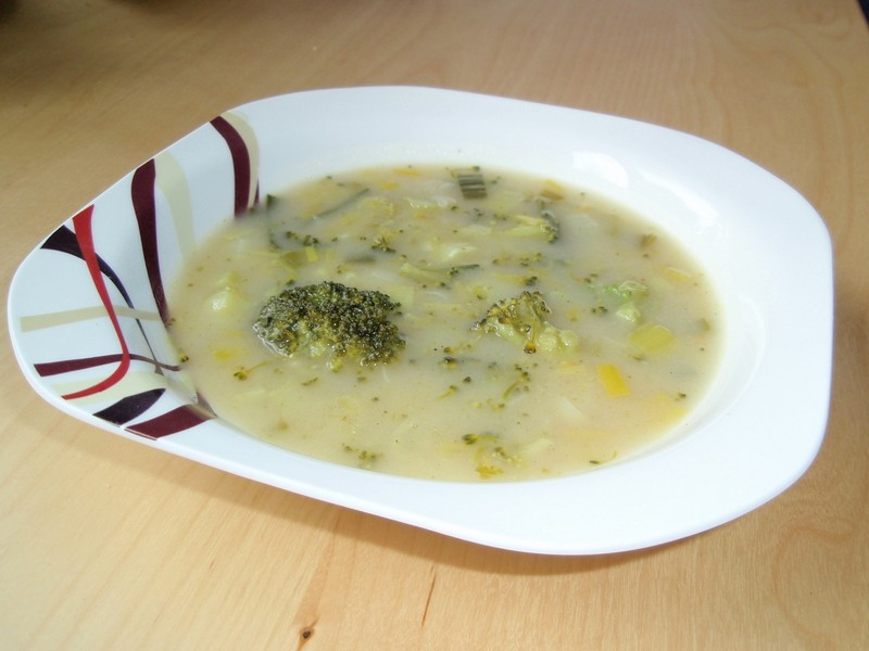 Polévka s brokolicí a pórkem