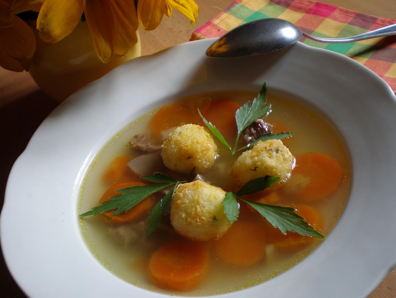 Polévkové rýžové knedlíčky se sýrem