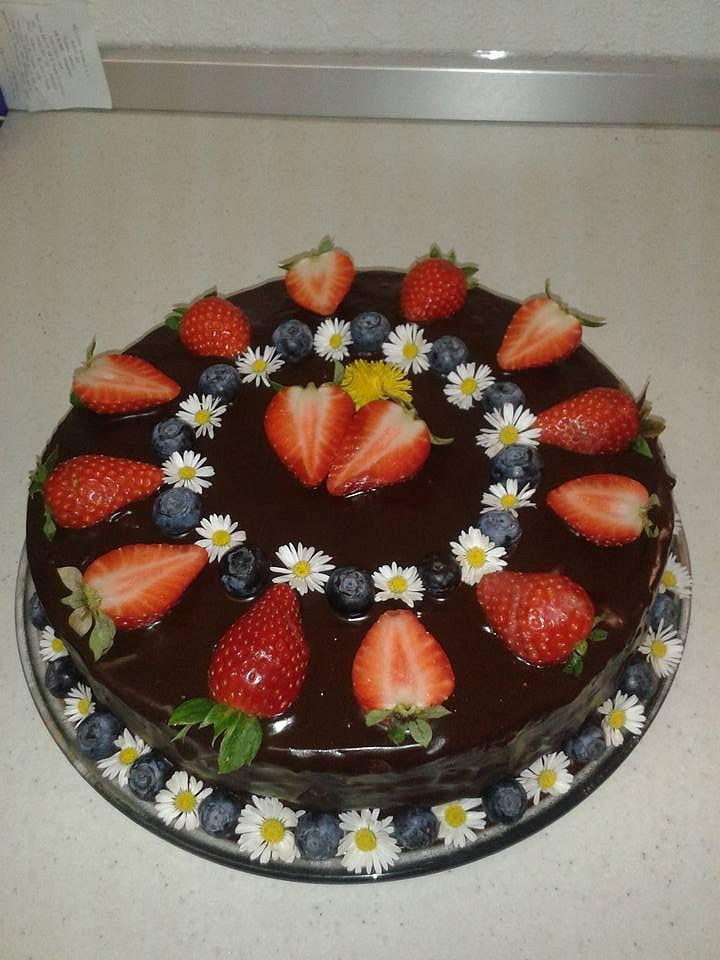 Rozkvetlý čokoládový dort