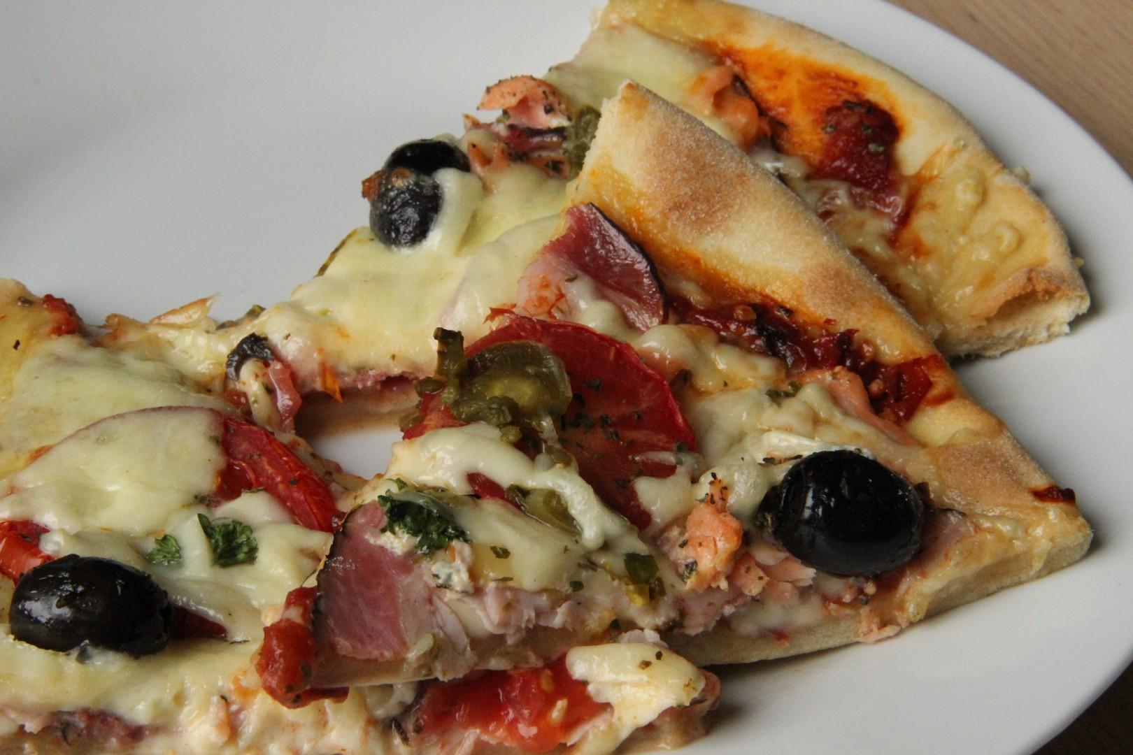 Rychlá pizza domácí sýrová a chorizo