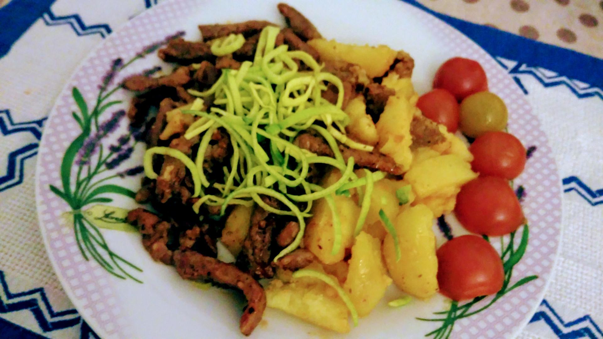 Rychlé a snadné vepřové nudličky - fofr večeře