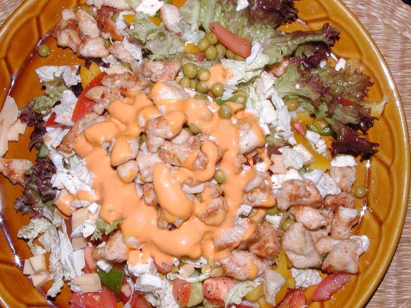 Salát s masem a sýrem