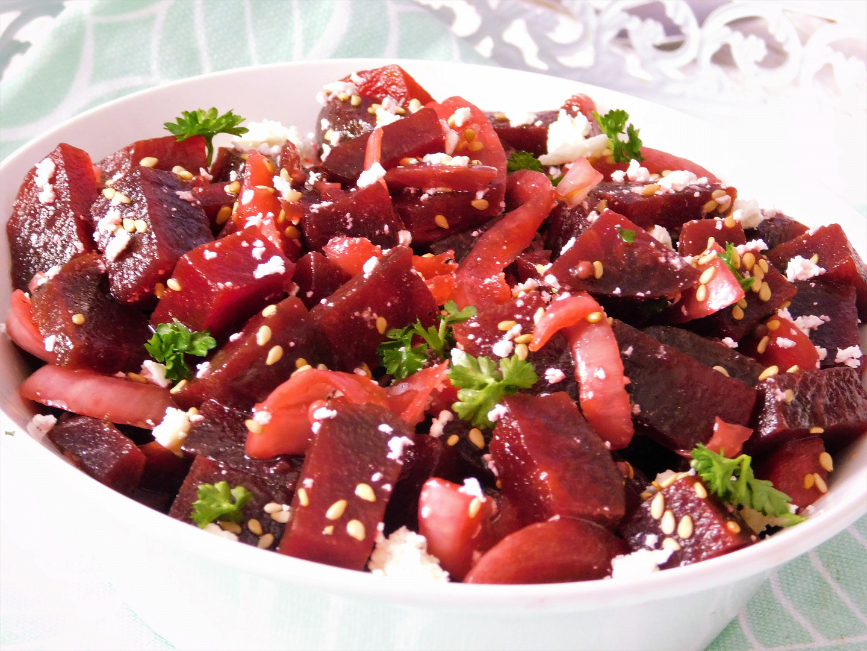 Salát z červené řepy a marinované cibule