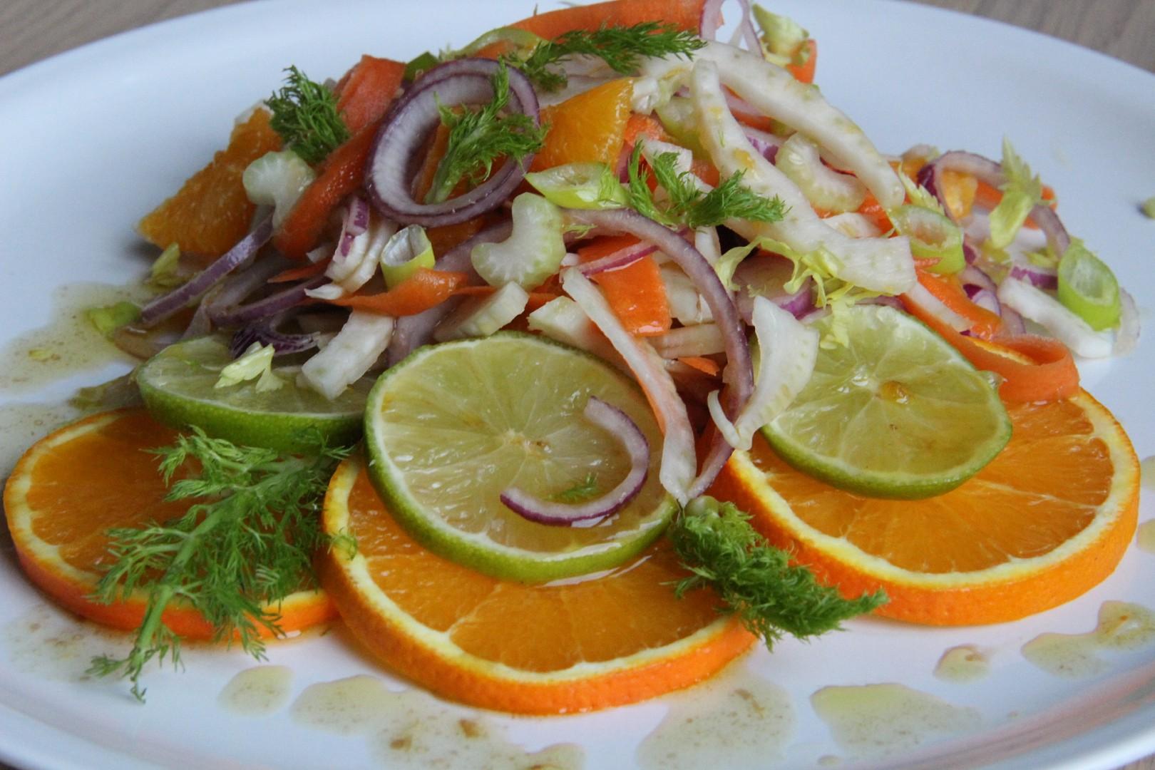 Salát z fenyklu a pomeranče s medovo - limetkovou zálivkou