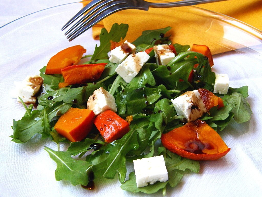 Salát z rukoly s pečenou dýní a sýrem feta