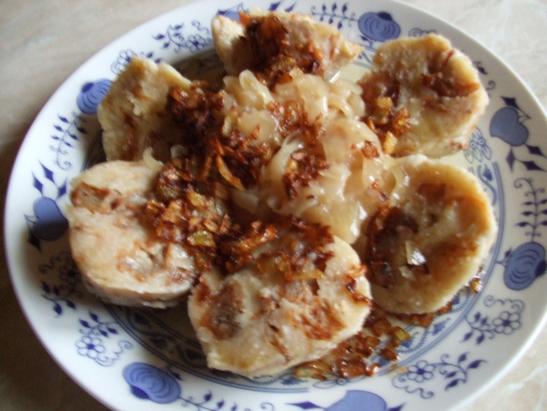 Škvarkové knedlíky s hlávkovým zelím na medu