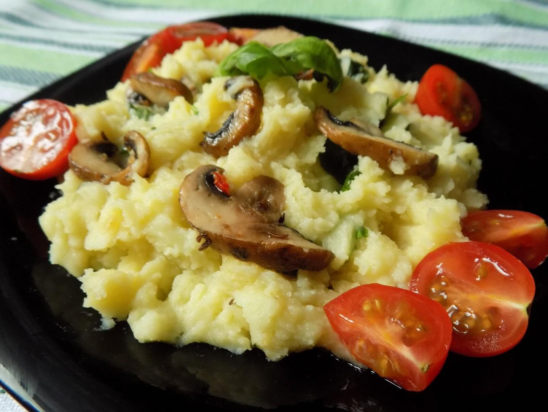 Smetanové brambory s bazalkou a žampiony