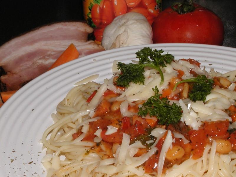 Špagety s fazolemi a slaninou