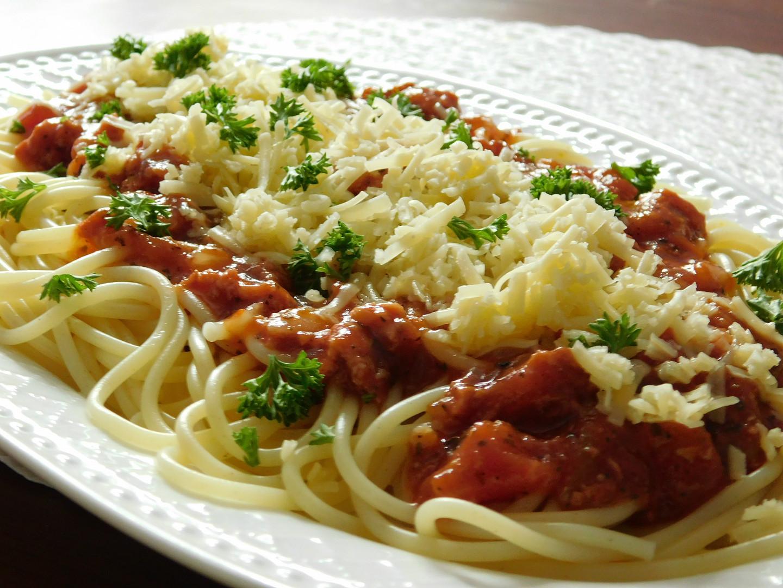 Špagety s omáčkou z vepřové konzervy