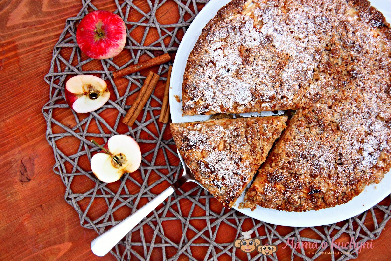 Střapatý jablečný koláč s tvarohem