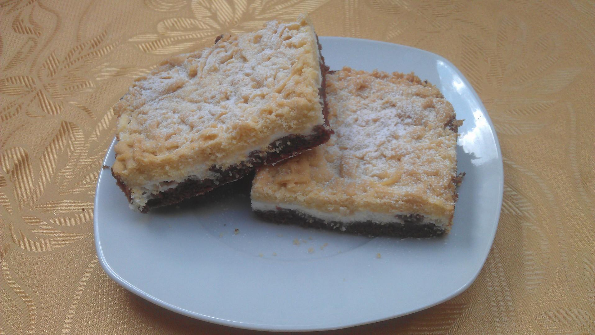 Strouhaný dvoubarevný koláč