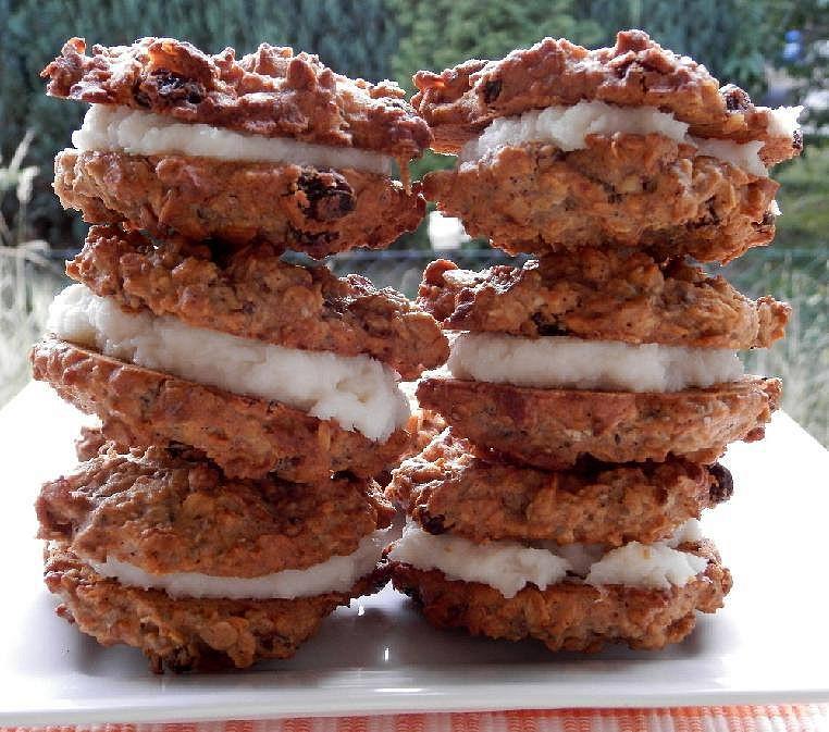 Sušenky z ovesných vloček s kokosovou náplní