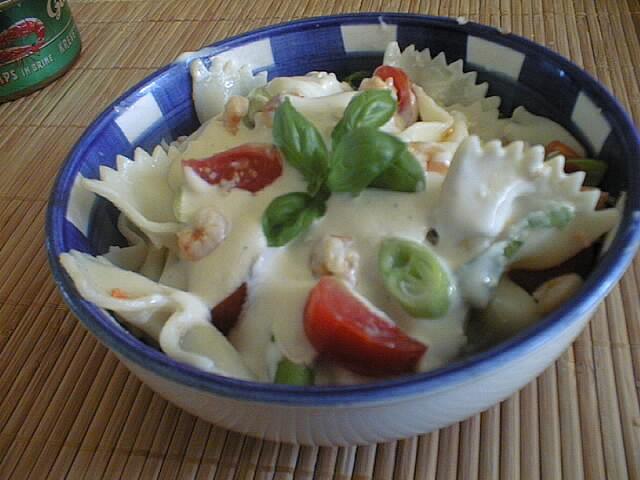 Těstovinový salát s krevetami