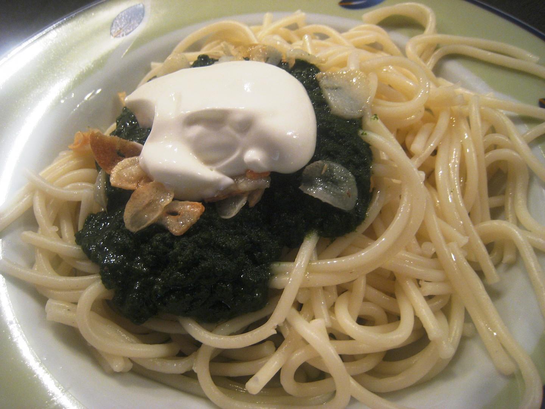 Těstoviny se špenátem a česnekem