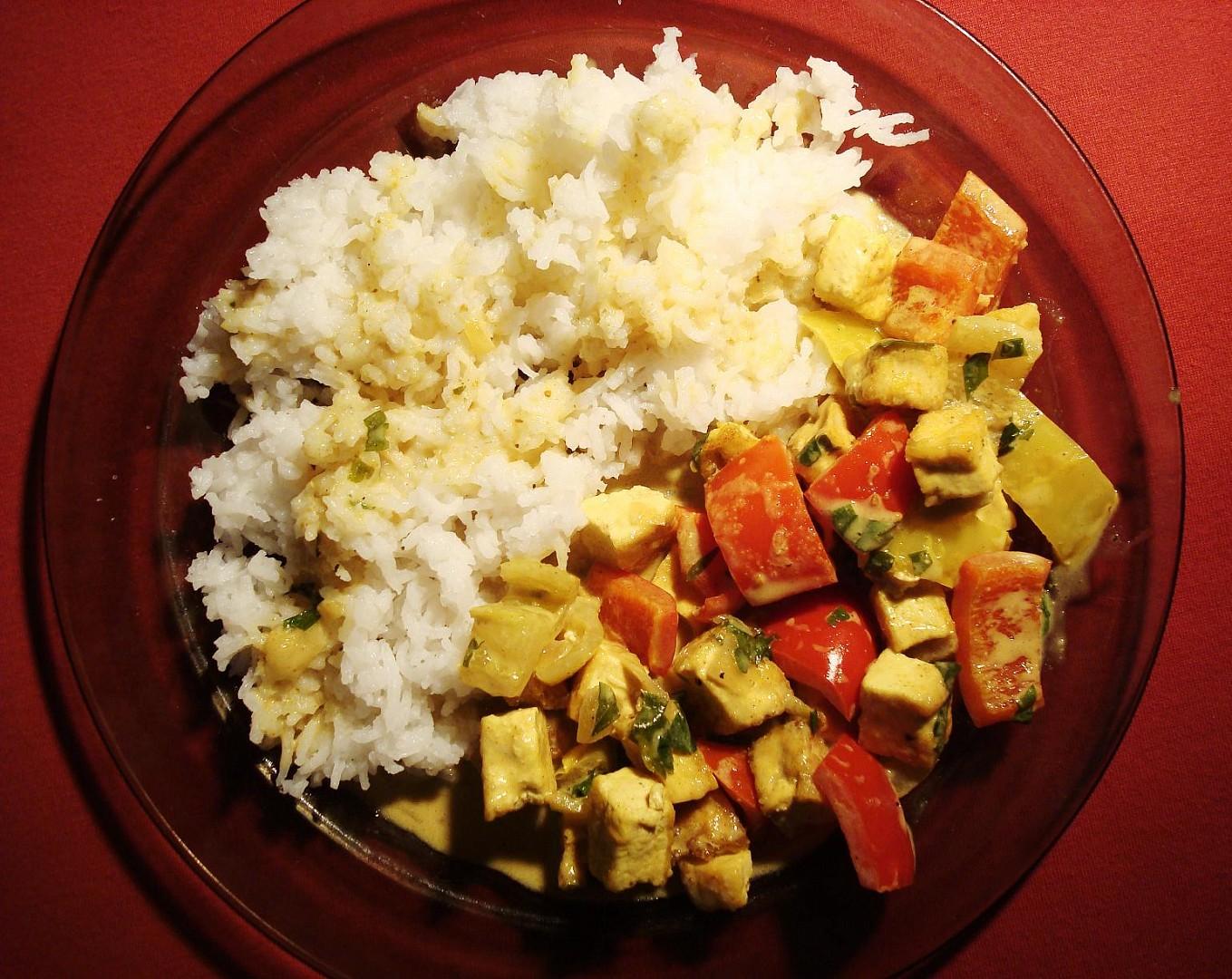 Tofu s kokosovo - kari omáčkou