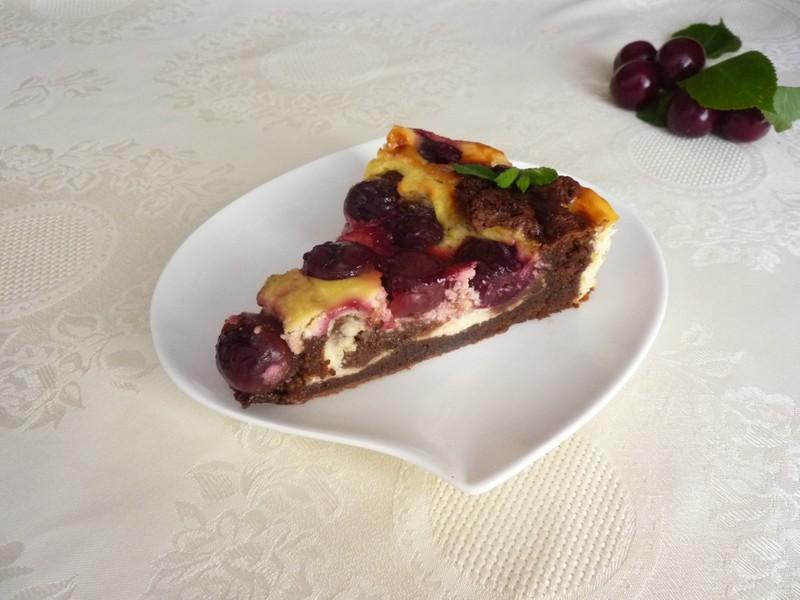 Třešňový koláč s čokoládou a sýrem cottage