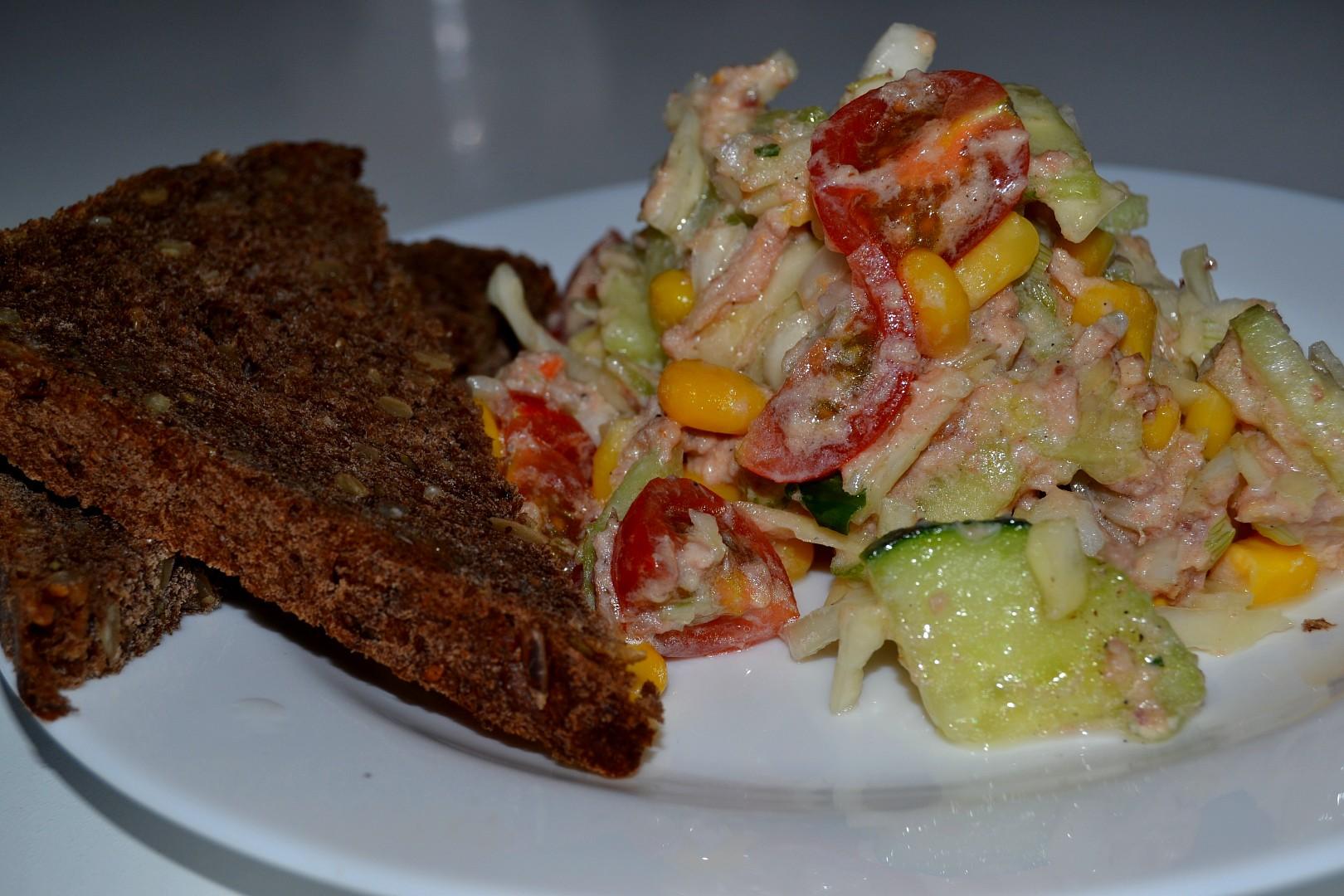 Tuňákový zdravý salát