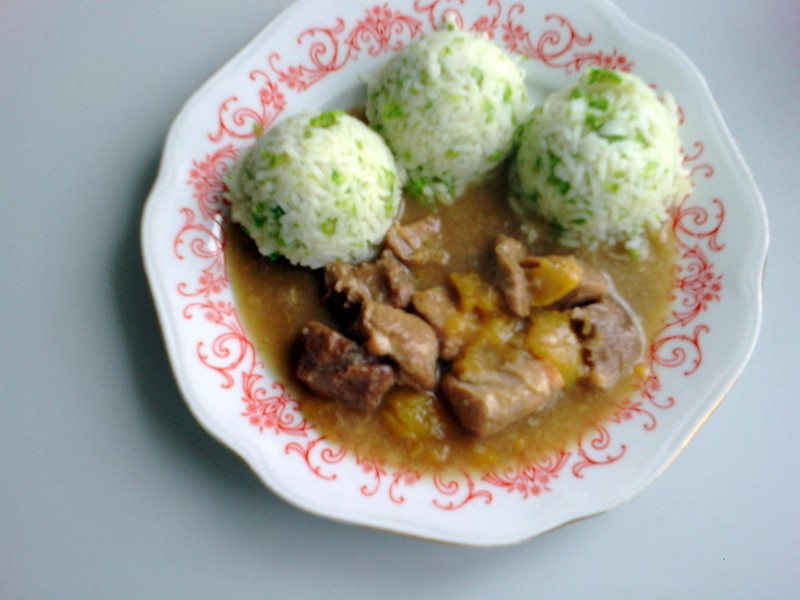 Vepřové maso s broskvemi a česnekem