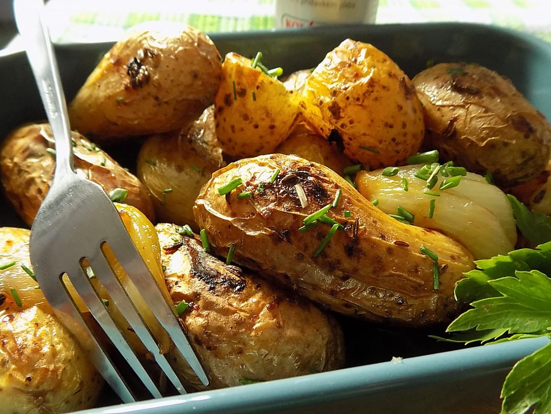 Voňavé brambory na sádle ze sáčku