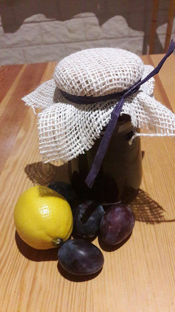 Výborná švestková marmeláda se skořicí a citrónem