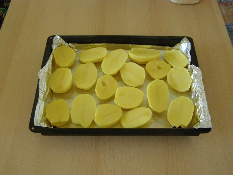 Zapečené brambory se slaninou a kuřecím masem