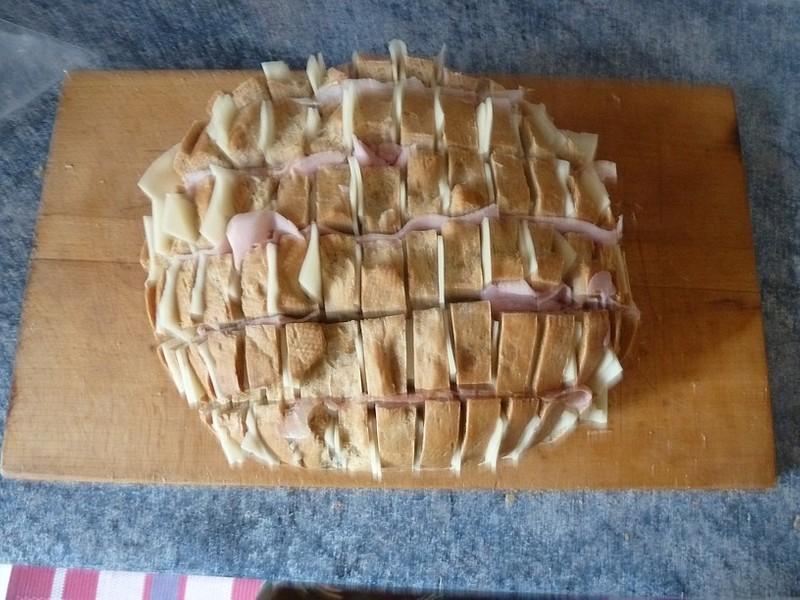 Zapečený plněný chléb