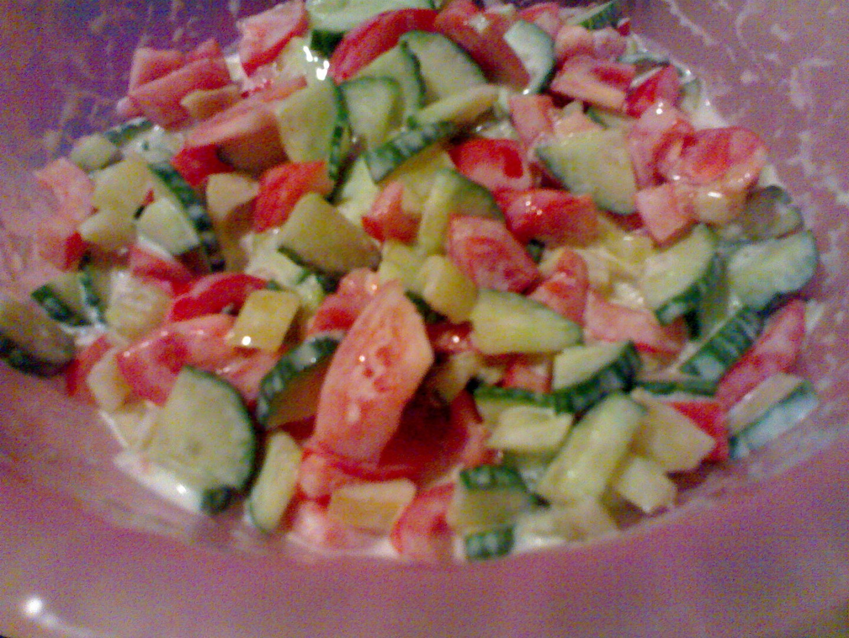 Zeleninový salát s česnekem