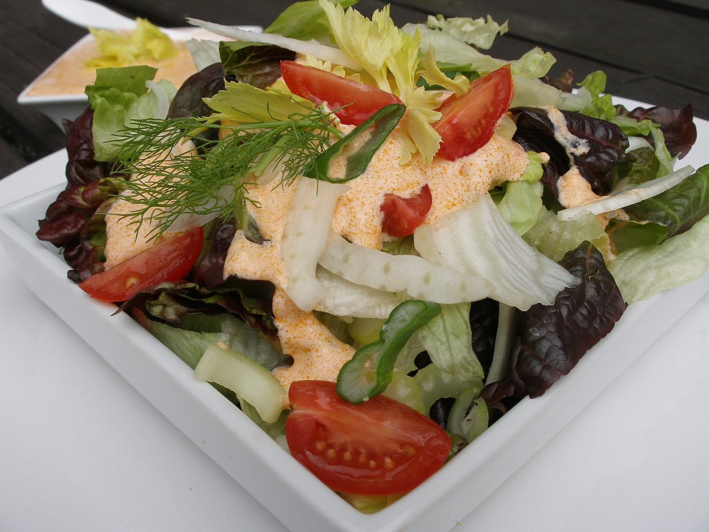 Zelený salát s paprikovým dresinkem