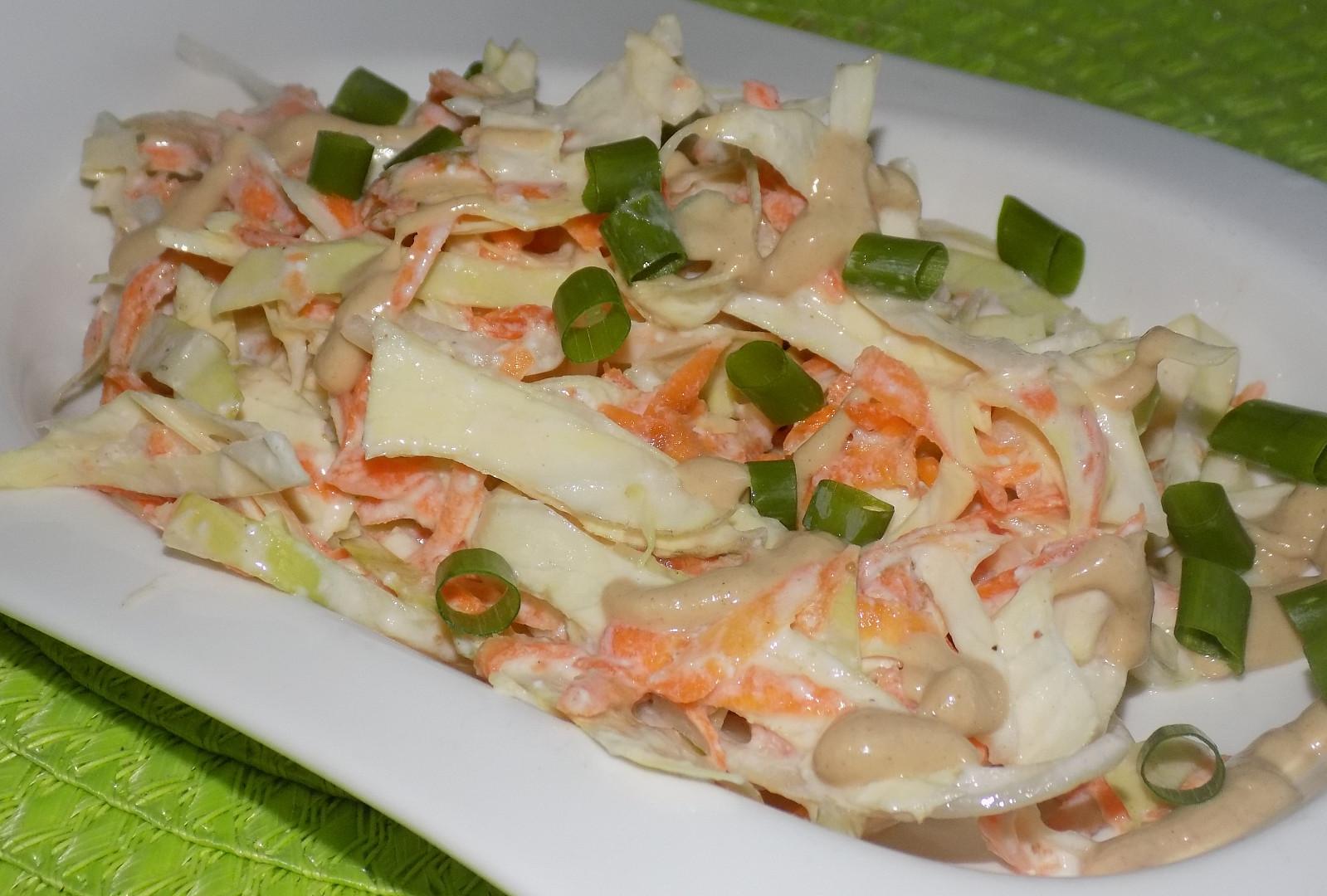 Zelný salát s jogurtovo-hořčicovou zálivkou