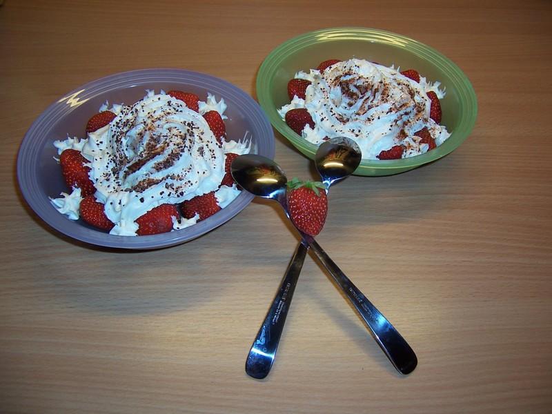 Zmrzlinový pohár s jahodami